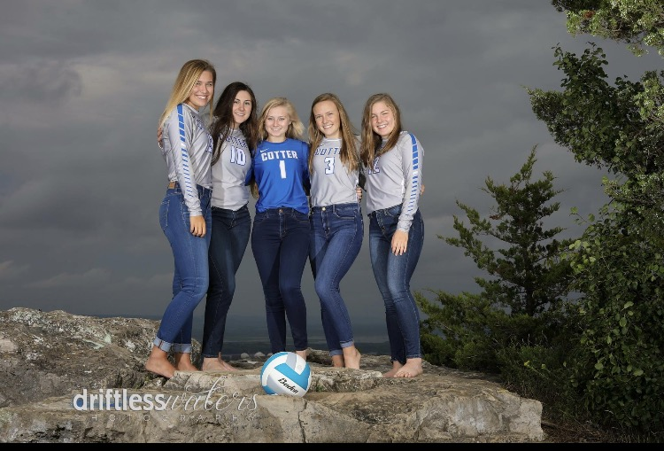 Cotter+senior+volleyball+players