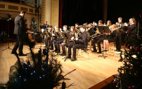 Band performs Christmas music in new theater