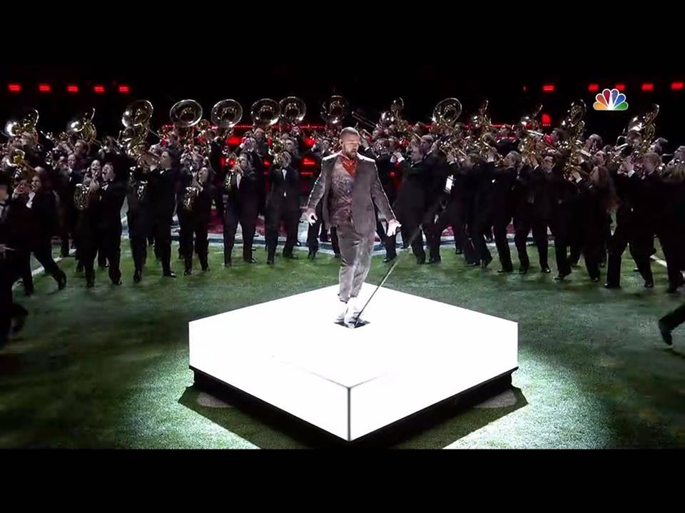 Justin Timberlake and the Minnesota Golden Gopher marching band perform at Super Bowl LII