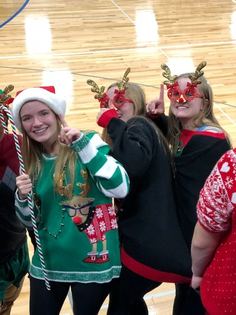 A+holly+jolly+volleyball+game