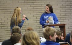 Seniors host 7th grade retreat