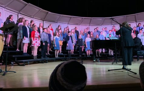 "Junior high choir ""goes far"""