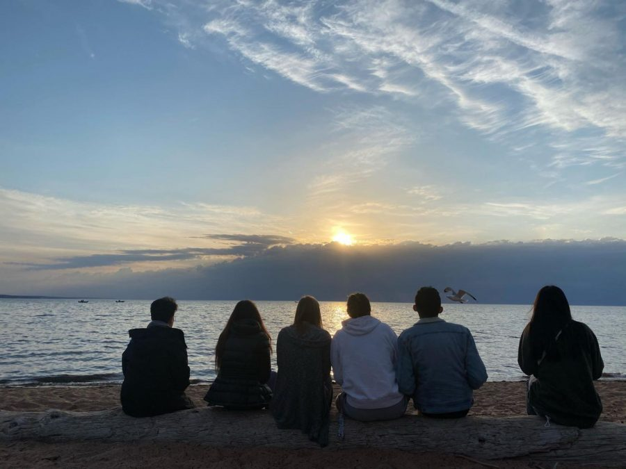 The+students+from+the+dorm+in+Duluth%2C+with+sun%2C+beach%2C+peaceful+water+and+a+seagull